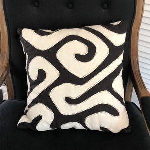 Black and cream pillow set (2)